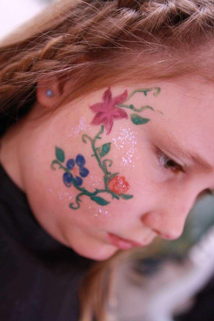 ansiktsmålning blommor