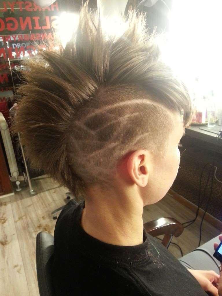 kort frisyr